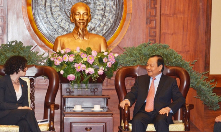 Consul General Rena Bitter meets with Party Chief Le Thanh Hai on January 7, 2014