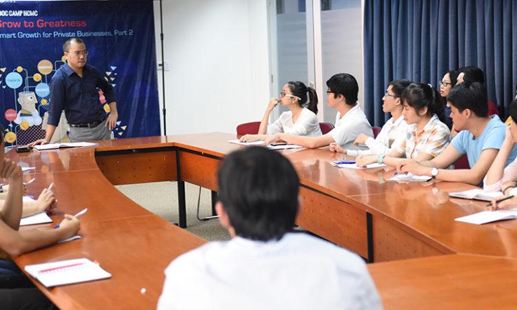 Người tham dự rất thích thú tham gia thảo luận