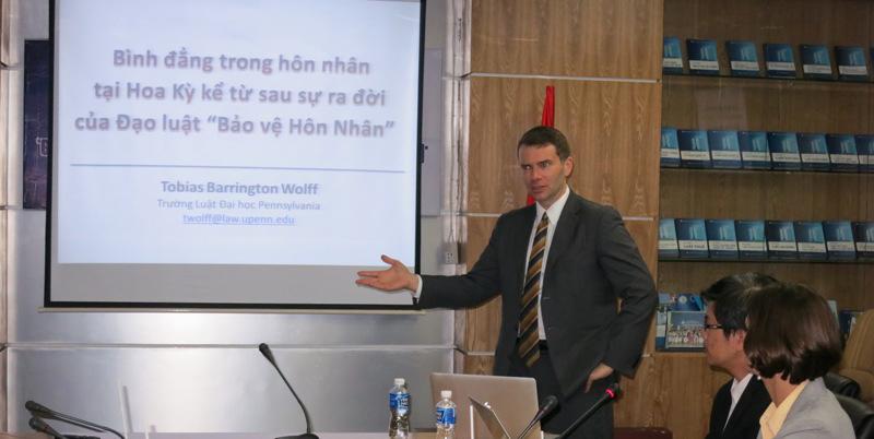GS Wolff trao đổi về quyền của người LGBT với các giảng viên trường ĐH Luật TPHCM