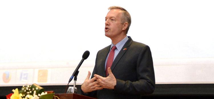 Đại sứ Ted Osius
