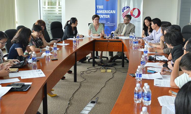 Đại diện Lãnh sự Cấp cao tại Việt Nam, đã thông báo việc mở rộng Chương trình Gia hạn Visa qua đường Bưu điện