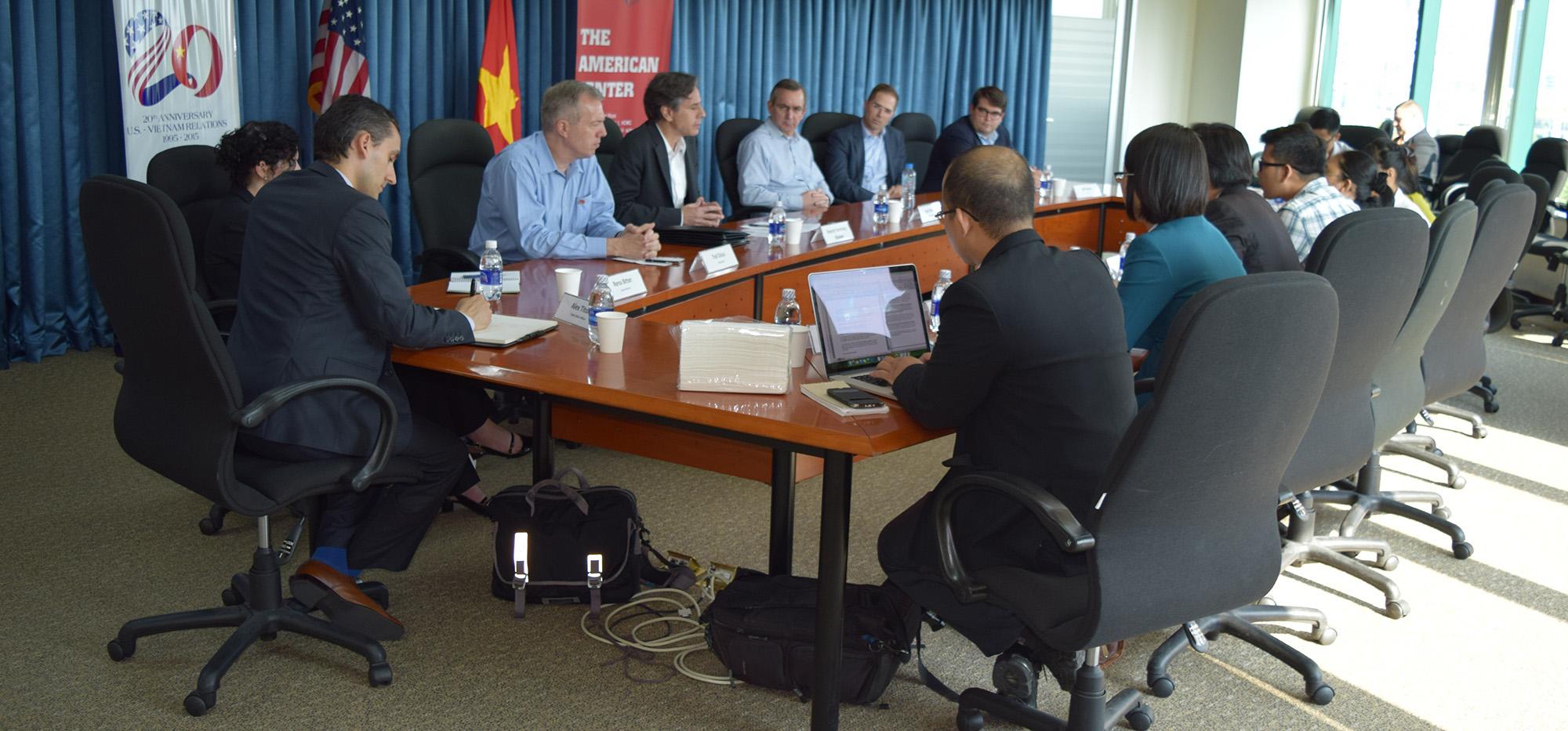 Thứ trưởng Antony Blinken gặp gỡ báo chí tại Trung tâm Hoa Kỳ