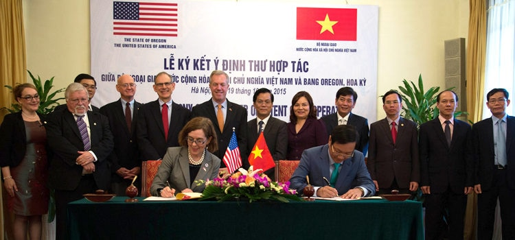 Governor's Visit to Deepen Oregon-Vietnam Cooperation