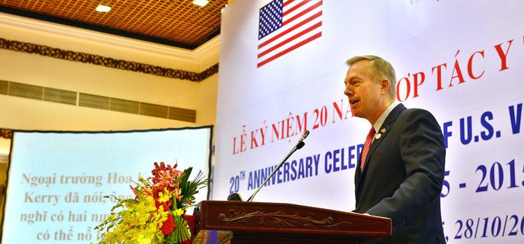 Đại sứ Ted Osius tại Lễ kỷ niệm 20 năm hợp tác y tế Việt Nam – Hoa Kỳ