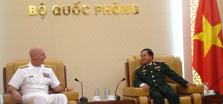 Tư lệnh Hải quân và Tư lệnh Thủy quân lục chiến Hoa Kỳ Thăm Việt Nam