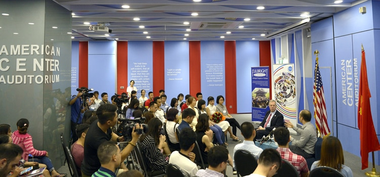 Đối thoại giữa Đại sứ Hoa Kỳ và người chiến thắng trong cuộc thi GIST TECH-I 2016