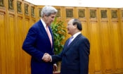 Secretary Kerry Meets With Vietnamese Prime Minister Nguyễn Xuân Phúc.
