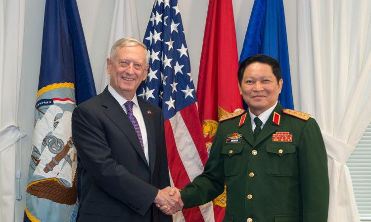 cuộc gặp của Bộ trưởng Quốc phòng Hoa Kỳ James Mattis với Bộ trưởng Quốc phòng Việt Nam Ngô Xuân Lịch