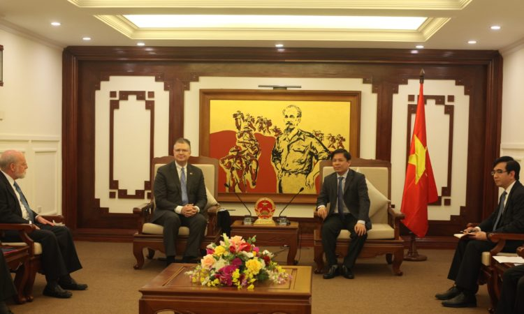 U.S. Ambassador to Vietnam Daniel J. Kritenbrink, Minister of Transport, Nguyễn Văn Thể and delegates at the meeting.