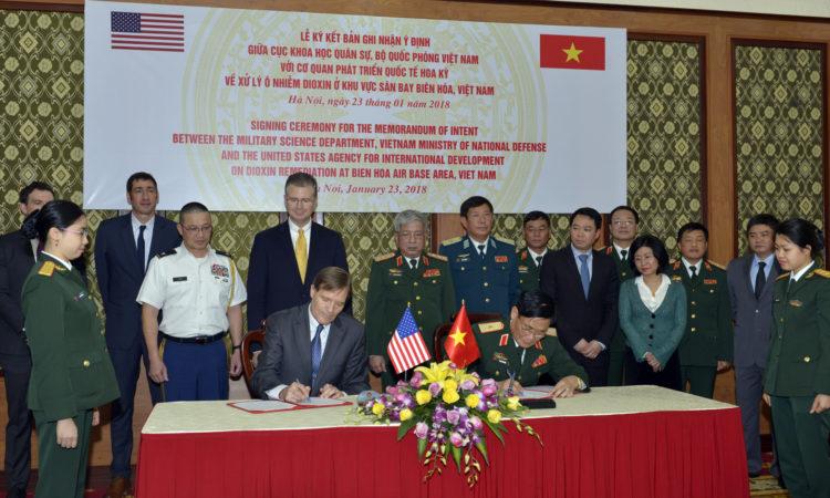 Hoa Kỳ và Việt Nam ký bản ghi nhận ý định để bắt đầu xử lý dioxin tại Biên Hòa